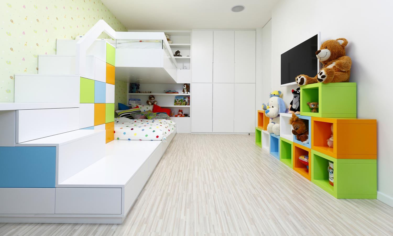 8909e0452ca98 Materiály detskej izby sme zvolili v neutrálnych tónoch, aby vynikli tri  farby, ktoré izbe dominujú. Duté kocky na pravej strane je možné ľubovoľne  ...